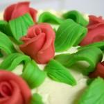 Detail der selbstgeformten Rosen und Blätter