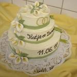 Dreistöckige Hochzeitstorte mit Blüten